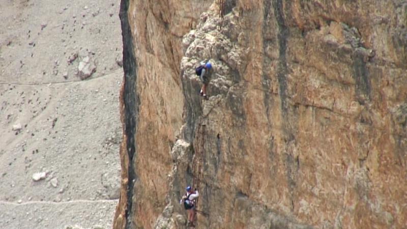 Klettersteig Leiter : Senkrechte felswand im boèseekofel klettersteig