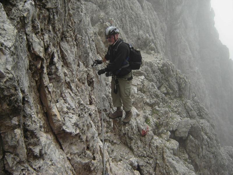 Klettersteig Rosengarten : Wandquerung im oberen teil des santnerpass klettersteigs