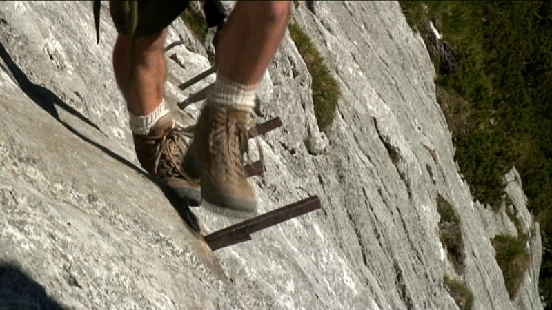 Klettersteig Zugspitze : Auf den trittstiften des bretts im höllental klettersteig